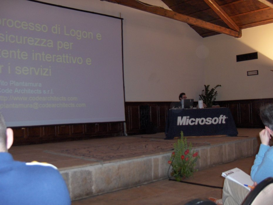 Me at the Microsoft Security Roadshow event in Bari in April 2006, explaining how the logon process works in Windows NT. There were 250 attendees.